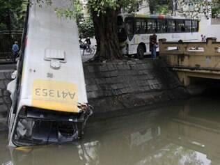 Dois acidentes com ônibus deixam feridos na Zona Sul do Rio de Janeiro