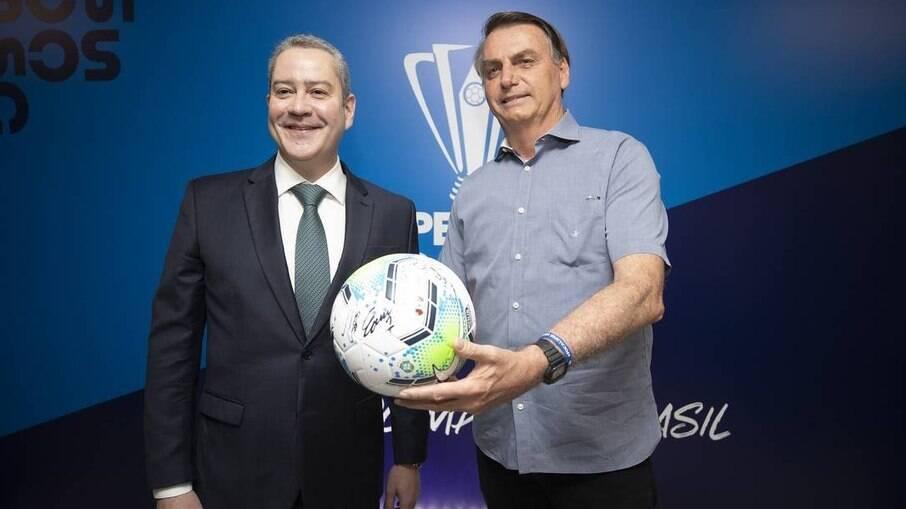 Bolsonaro e Caboclo discutiram a realização da Copa América no Brasil