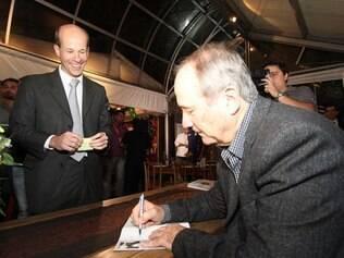 Presidente do banco BMG e ex-presidente do Galo, Ricardo Guimarães também prestigiou lançamento