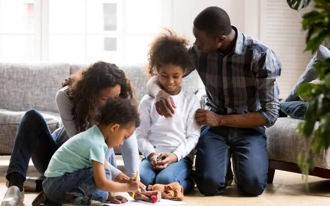 pais se preocupam como é a melhor maneira de educar os filhos