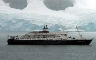 Navio-fantasma vaga sem rumo pelo Atlântico Norte