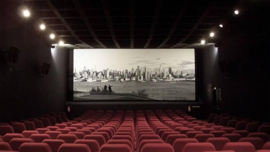 Por 20 anos, as empresas de salas de cinemas devem exibir filmes brasileiros