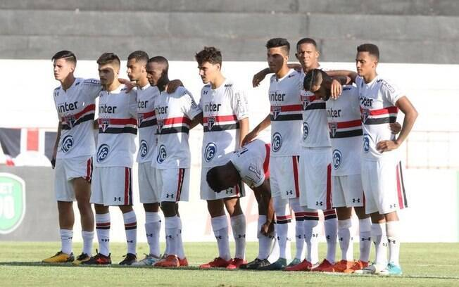São Paulo se classificou à semifinal da Copinha após derrotar o Vitória nos pênaltis
