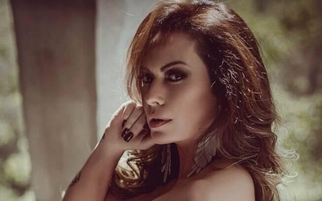 Nubia Oliiver mostra boa forma e confessa: