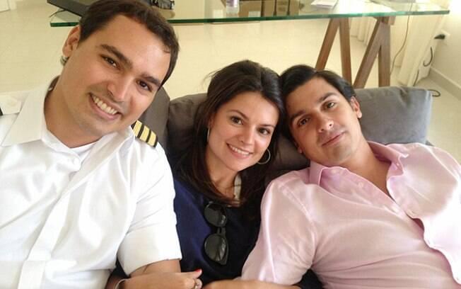 O filho caçula do governador, Thomaz (à esquerda), ao lado dos irmãos Sophia e Geraldo