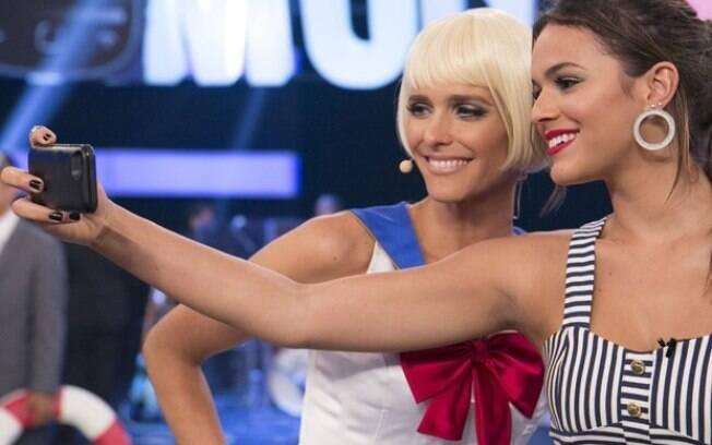 Bruna Marquezine faz selfie com Fernanda Lima em gravação do 'Amor & Sexo'