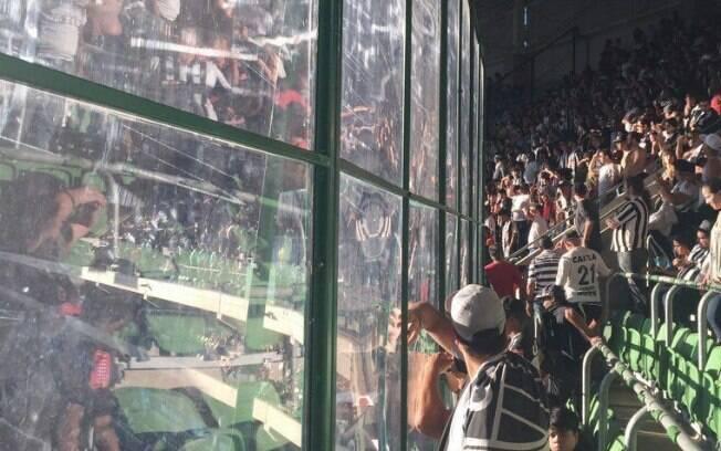 Torcida do Atlético-MG foi prejudicada por placas de policarbonato instaladas no Allianz Parque