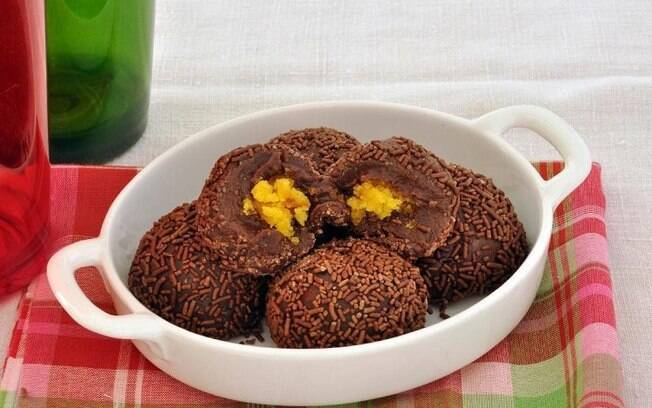 Brigadeiro com bolo de cenoura: receita criativa e fácil de fazer