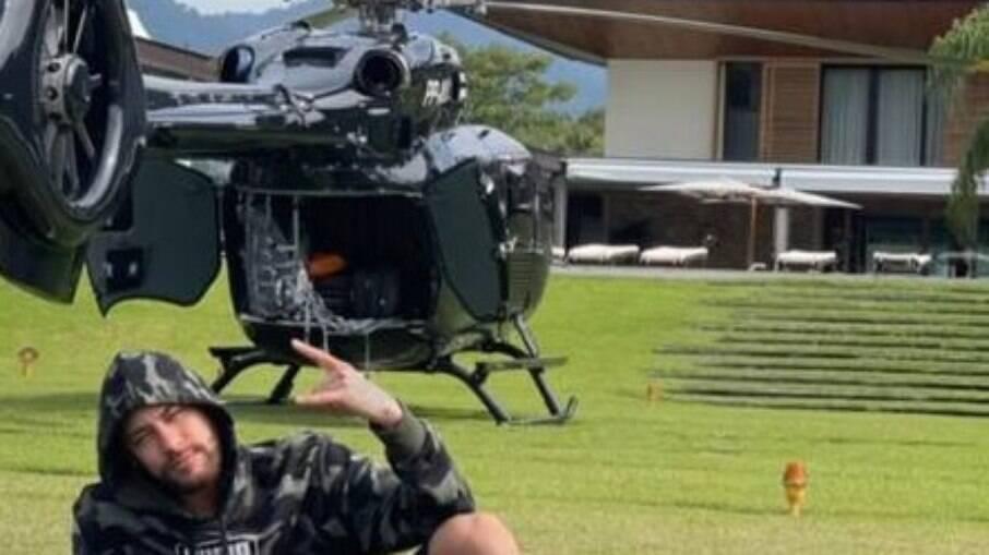 Neymar mostra seu helicóptero