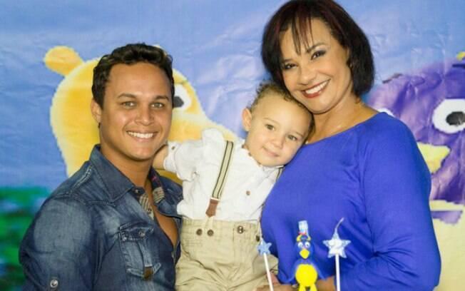 Solange e Jamerson comemoram 2 anos de Benjamin, no domingo (25), no Rio de Janeiro