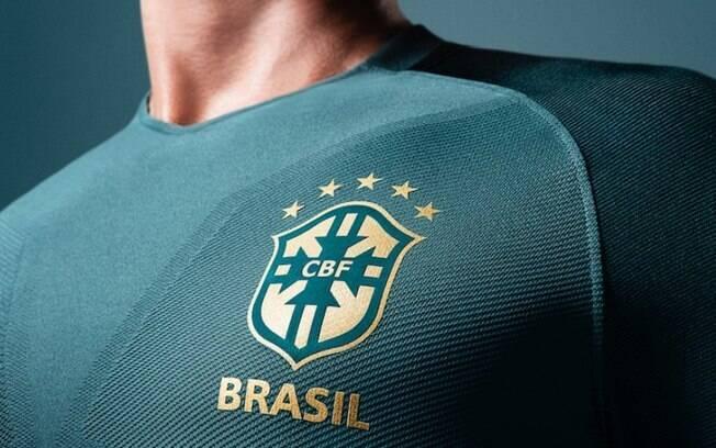 Nova camisa da seleção brasileira, divulgada pela CBF, em verde escuro e com escudo dourado