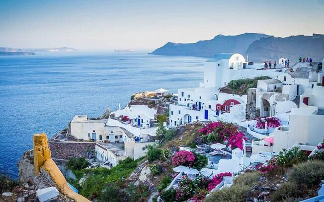 Turistas de 29 países estão autorizados a frequentarem as praias mais famosas de Atenas, mas o Brasil não está na lista