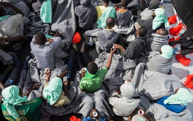 Corpo em barcos clandestinos foram encontrados na rota de travessia entre a costa da Líbia e da Itália  na Europa