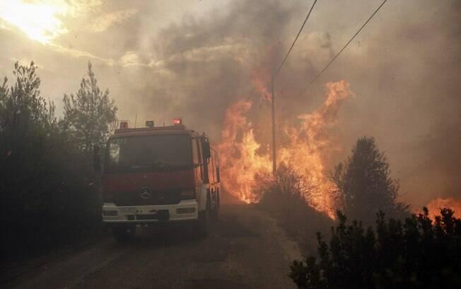Pelo menos a França, a Turquia e Israel entraram em contato para prestar ajuda contra os incêndios na Grécia