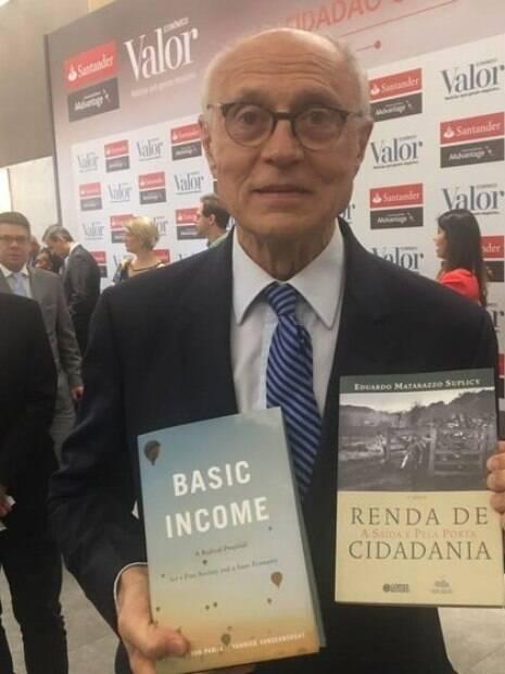 Ex-senador Eduardo Suplicy%2C que há 30 anos luta pela implantação do sistema no Brasil