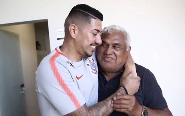Ralf abraça o massagista Ceará