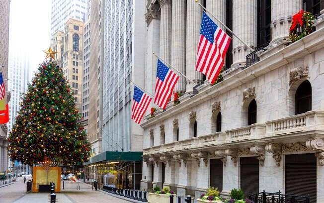 Fazer uma viagem para Nova York durante a época natalina é indicado, pois a cidade ganha atrações especiais
