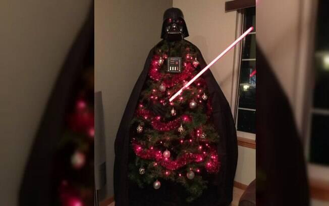 Um fã de Star Wars também inovou na decoração da árvore de Natal