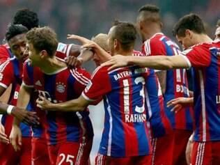 Thomas Mueller (esq.) abriu o placar para a equipe do Bayern