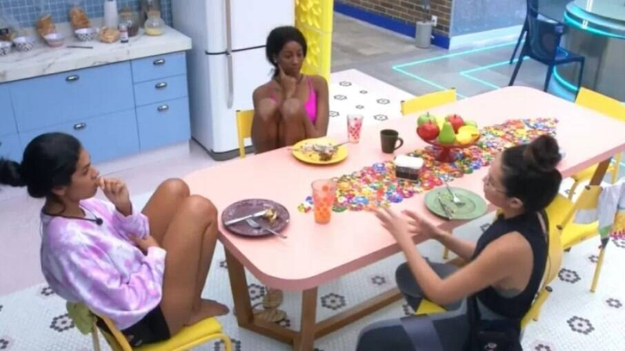 Pocah, Camilla e Juliette conversaram sobre Gil na cozinha