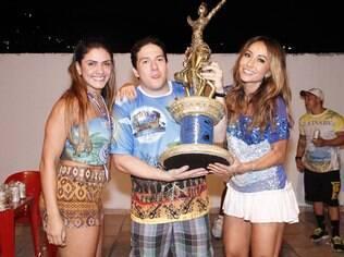 Presidente da Vila, Wilsinho, com mulher e Sabrina