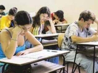 Dez universitários não entraram no Cefet por chegarem depois do horário estabelecido para o exame que substitui o provão.