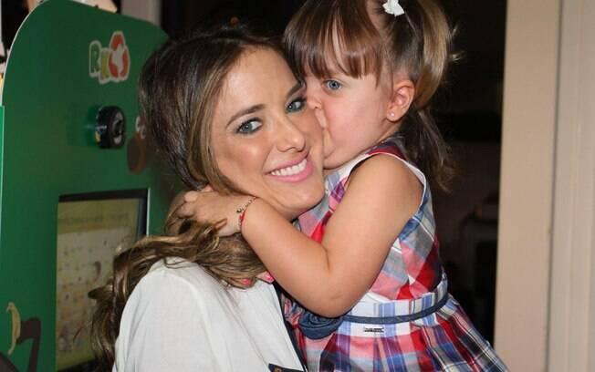 Rafaella Justus deu um beijão na mãe