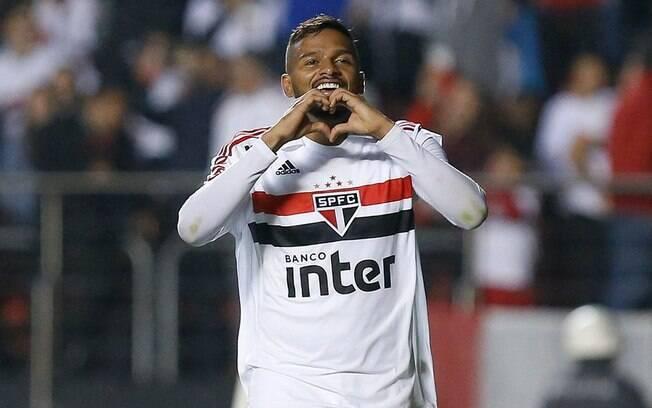 Reinaldo, lateral do São Paulo superou as curvas que a carreira deu