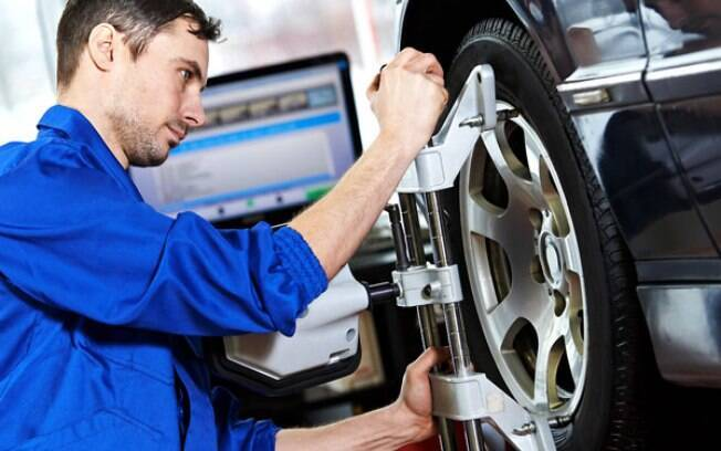 Alinhar os pneus é de extrema importância para cuidar bem deles. Garante que respondam de forma adequada ao volante, evitando desgaste e reduzindo o consumo.