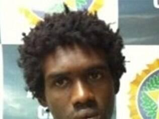 O rapaz tem passagens por furto e foi autuado por porte ilegal de arma. Em depoimento, Silva negou que tenha assaltado a copeira