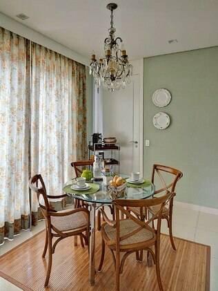 A decoração de Ana Luisa valorizou o estilo provençal, repleto de tecidos floridos