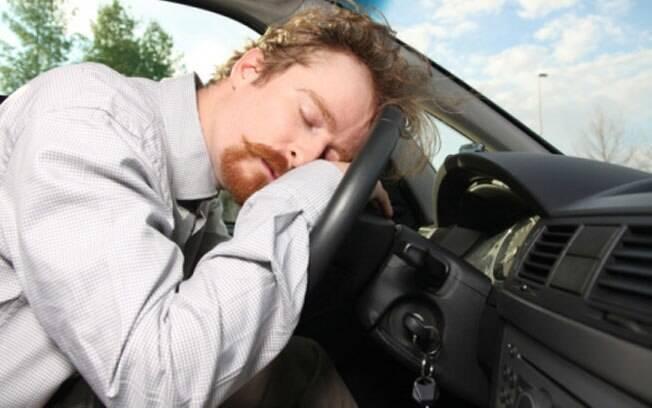 Mesmo que o nível de álcool no sangue tenha caído para zero, dirigir de ressaca é um risco tão grande quanto bêbado.
