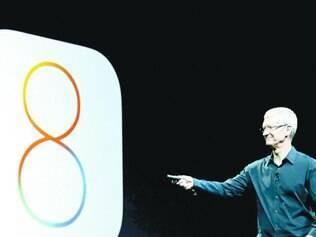 Tim Cook conduziu a apresentação provocando e fazendo piadas sobre o Android