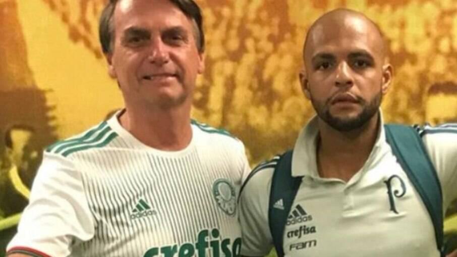 Bolsonaro ao lado de Felipe Melo, capitão do Palmeiras