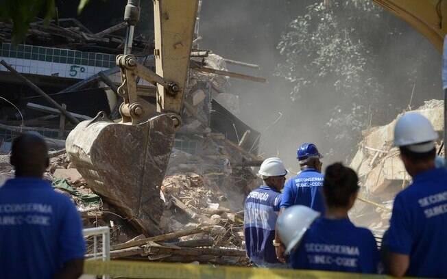 Até o momento, cinco prédios já foram demolidos na Muzema
