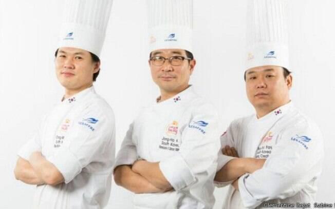 Outra mudança é o fota de os homens agora cozinharem - pelo menos na hora de aparecer para o público
