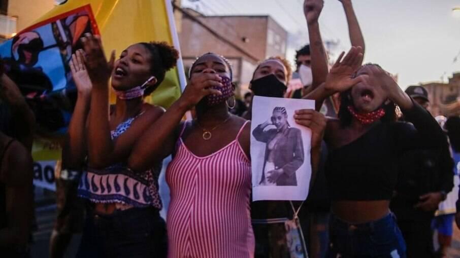 Protesto contra o assassinato de Kathlen Romeu, grávida de 4 meses