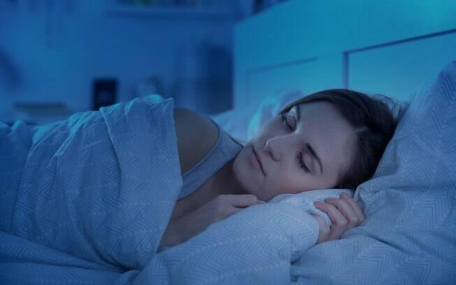 Você costuma dormir no escuro ou com alguma luz artificial? Saiba por qual motivo é importante optar pela escuridão total