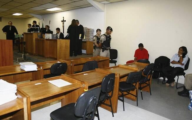 Bruno e Dayanne aguardam início do julgamento nesta terça-feira (5)