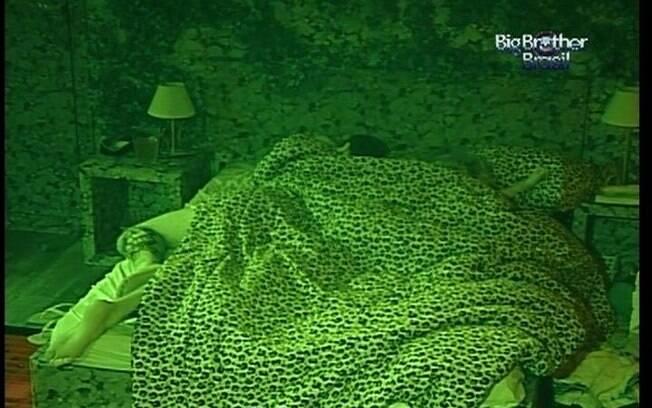 Rafa e Renata dormem na cama de casal da Selva