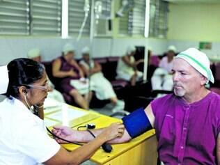 Saúde. Aumento vai beneficiar médicos, dentistas e enfermeiras que trabalham para o governo cubano
