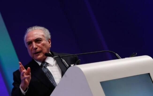 Resultado de imagem para Movimentos sociais protocolam pedido de impeachment de Temer