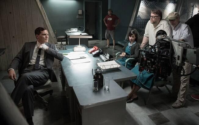 Guillermo Del Toro orienta o elenco de