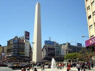 Um dos maios famosos ponto turísticos de Buenos Aires está nesta praça: o Obelisco