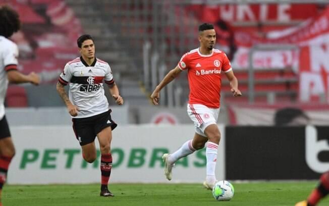 Que jogo! Flamengo empata aos 49 do segundo tempo e não deixa o Inter se isolar na liderança