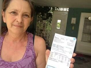 Emília Romiti, moradora da Vila Ema, filmou hidrômetro girando em razão do ar