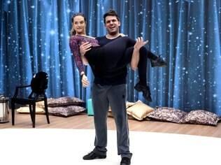 Juliana Paiva ensaia com Átila Amaral, seu novo instrutor após a saída de Saulo Rangel