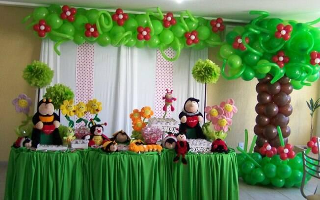 A decoração com balões faz o jardim ir além da mesa. O tema é um dos preferidos das mães de meninas