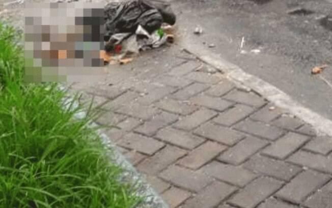 Perna foi encontrada por garis em saco de lixo