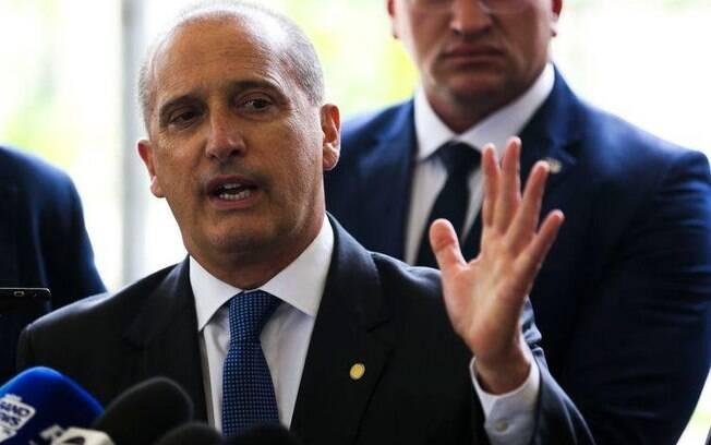 Ministro anunciou que Correios ajudarão no atendimento de pessoas para o auxílio